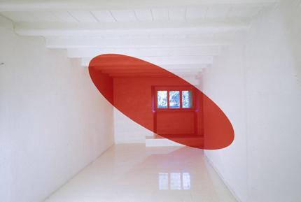 Pintura geométrica de Varini en interior